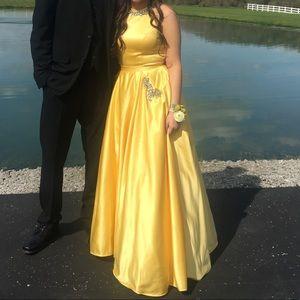 Beautiful yellow sherri hill ball gown